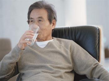 Điều trị và khắc phục chứng tiểu đêm ở người già 1