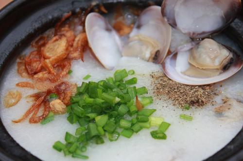 Món cháo ngao trứng muối. 1