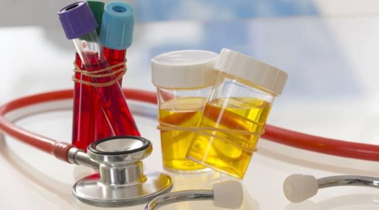 Vậy tiểu ra máu khi nào cần đến gặp bác sỹ gấp? 1